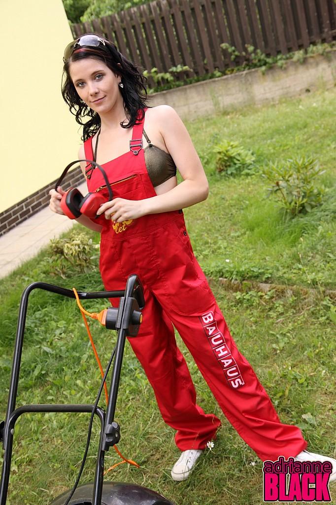 Adrianne Black Skips The Yard Work And Strips Naked 4421