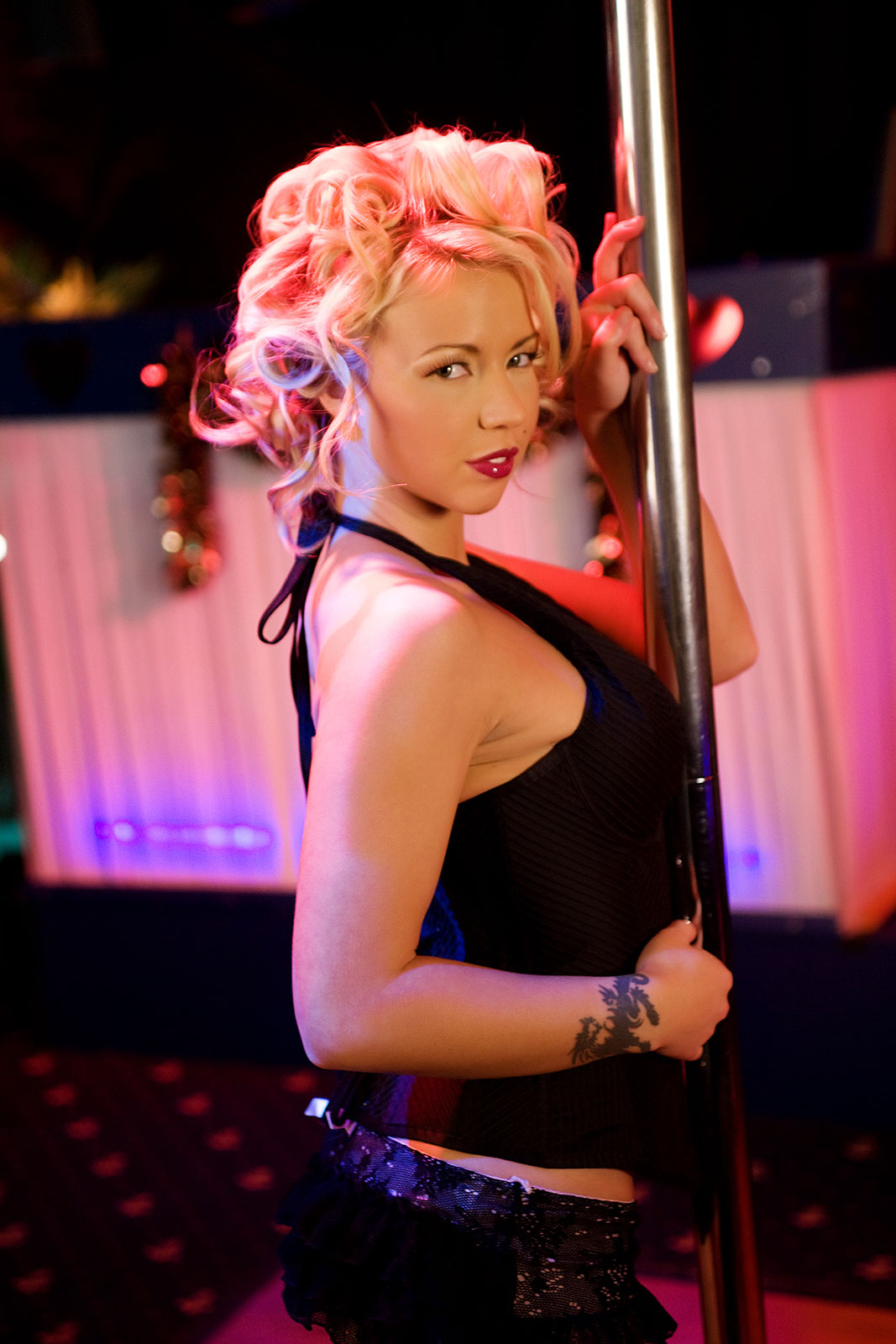Sexy Blonde Robin Truelove Vs The Strip Pole 4543-7700