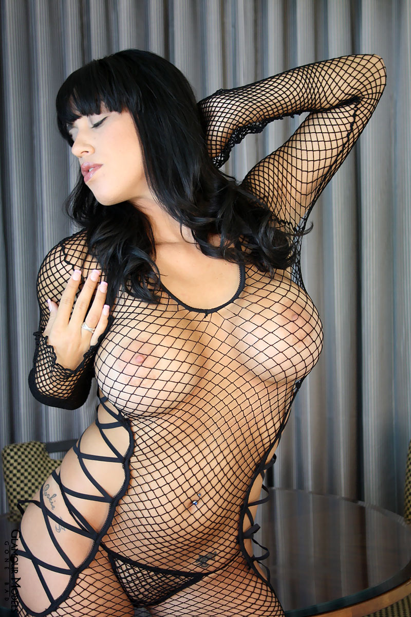 sexy thick mediterranean girl