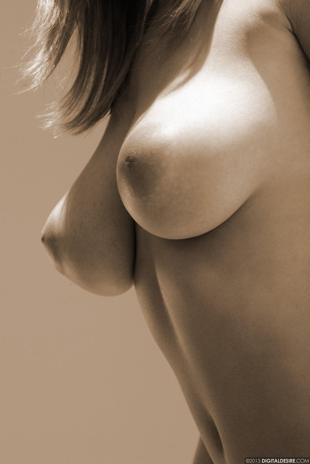Тёмные ореолы на груди 25 фотография