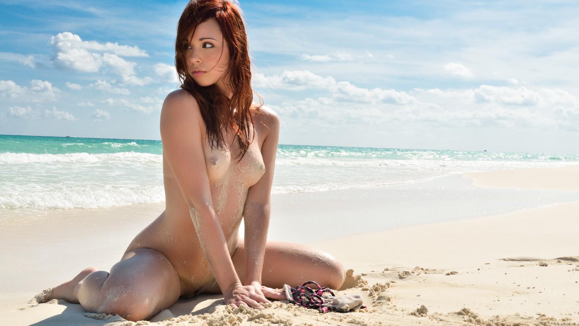 Sexy island girls topless