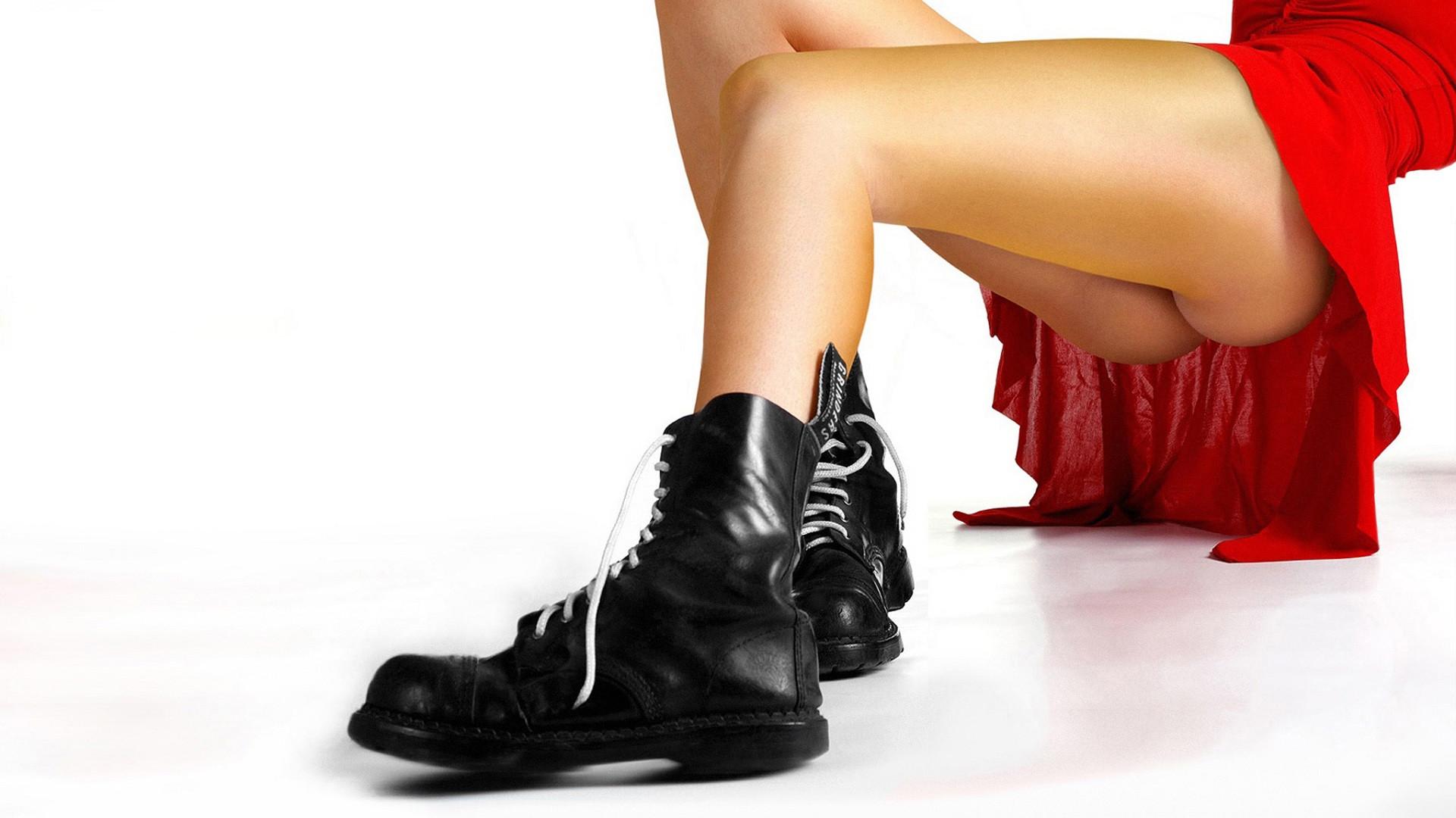 красная обувь  № 1506311  скачать