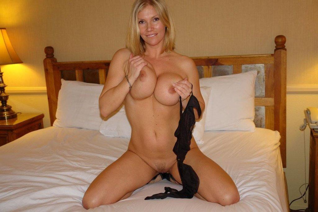Horny ashley jensen dildo plays her wet pussy