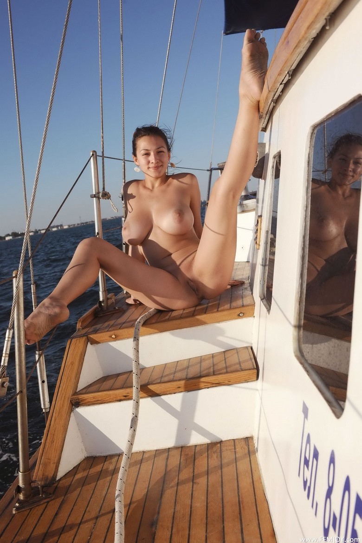amateur nude on boat