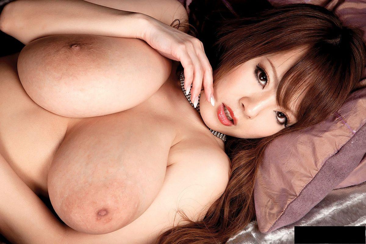 Beautiful Busty Hitomi Tanaka