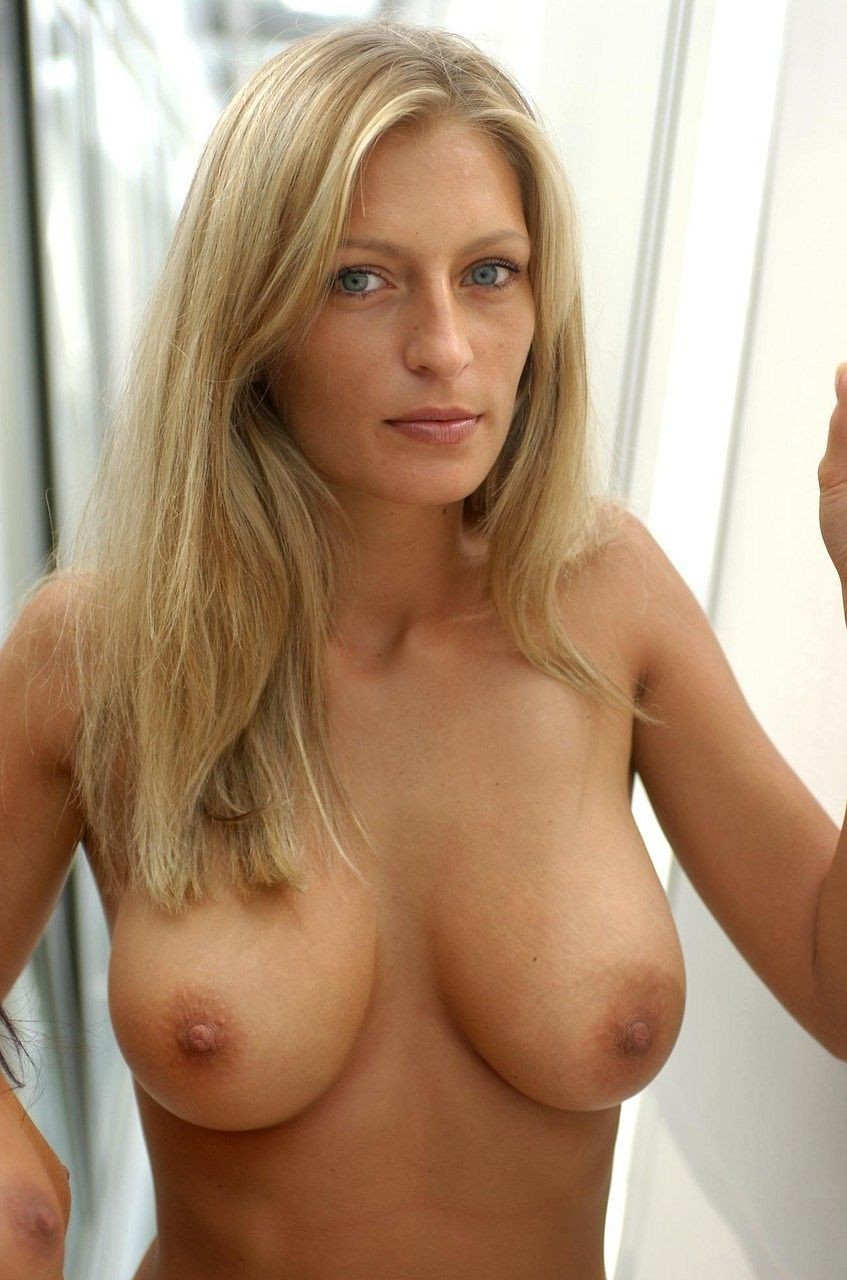 Blonde Thirtysomething With Nice Boobs 12695