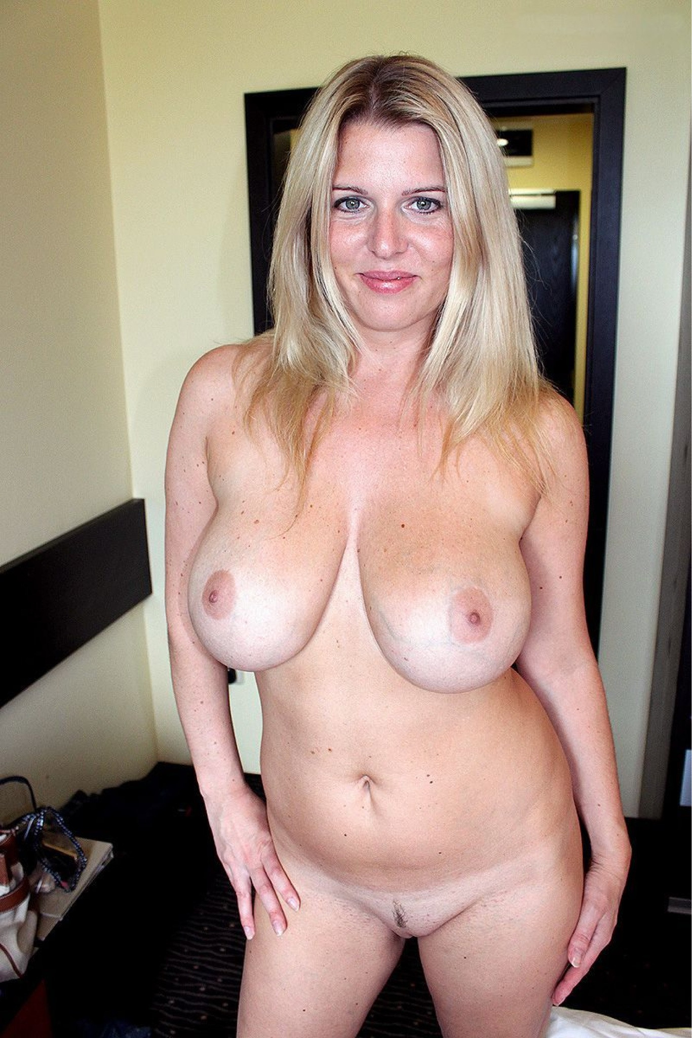 Shaved mature milf thumbs