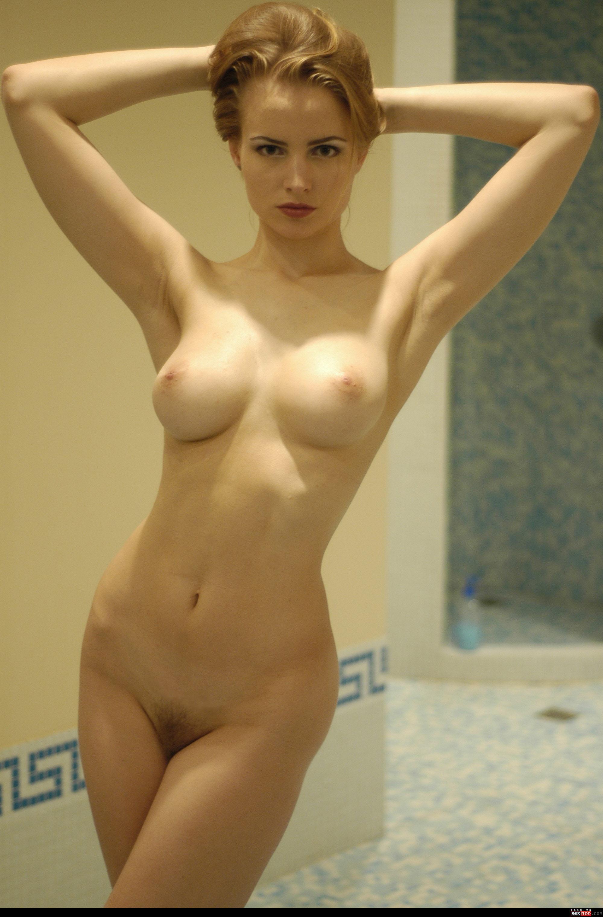 britt robertson nude