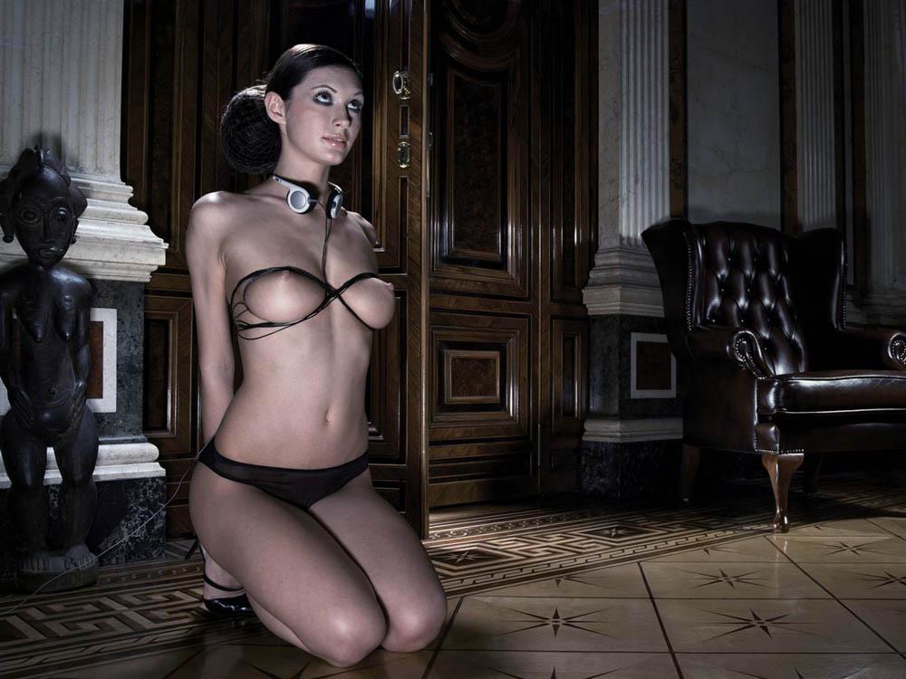 Sexy girl leak pussy