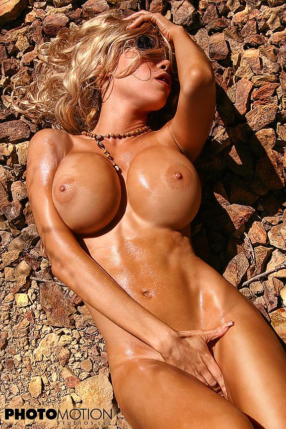 image Gorgeous big boob amateur shows off pussy