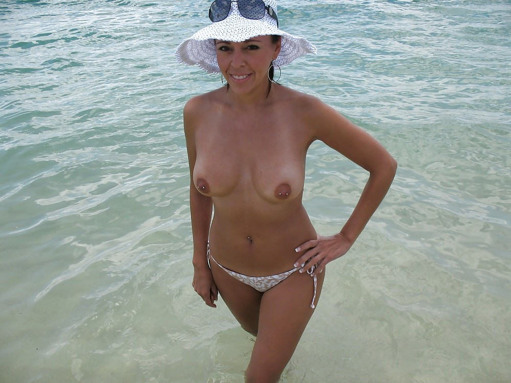 beach milf galleries - hot nude