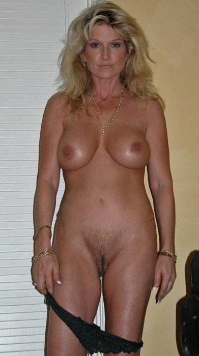Sexy Granny Shows Her Hairy Pussy 13297-1610
