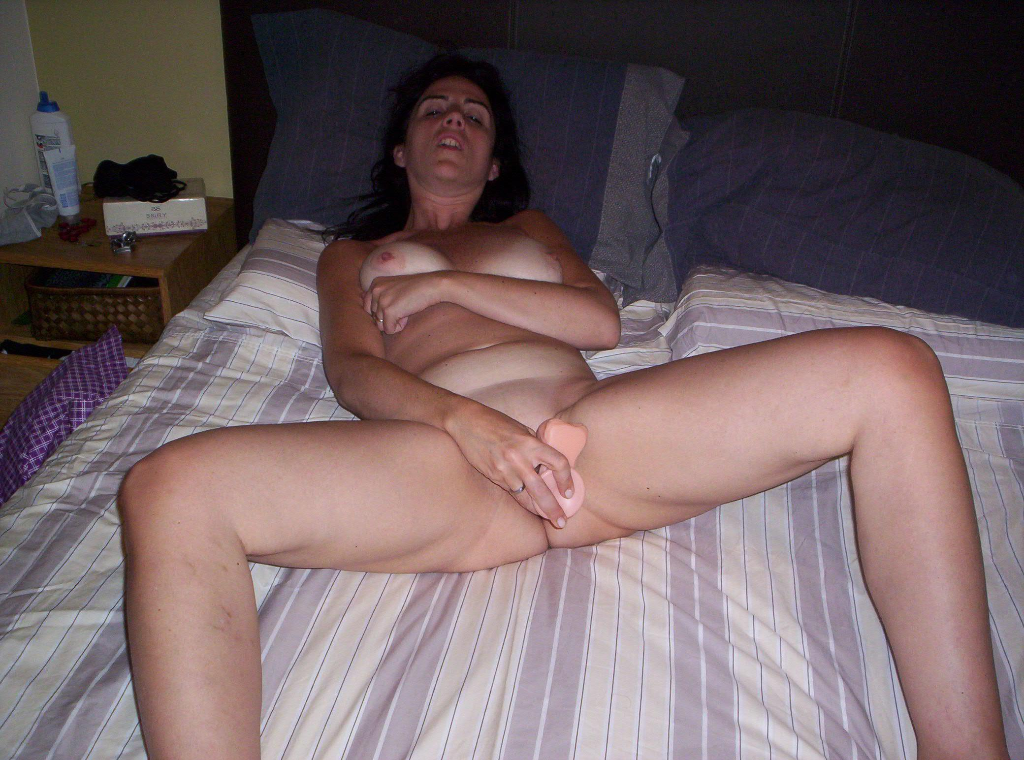 Amateur Wife Dildo Threesome