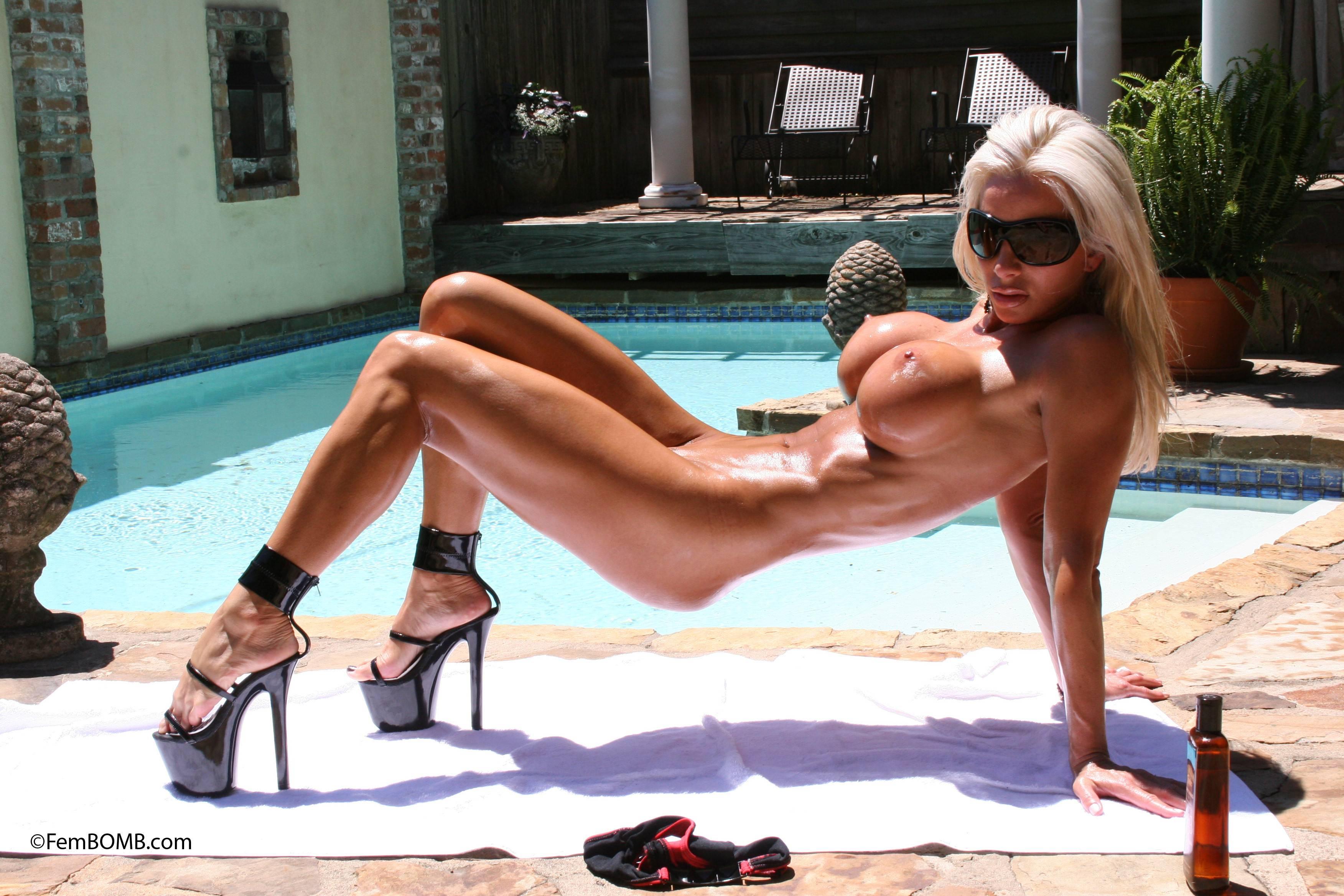 Секс с телкой на высоких каблуках 3 фотография